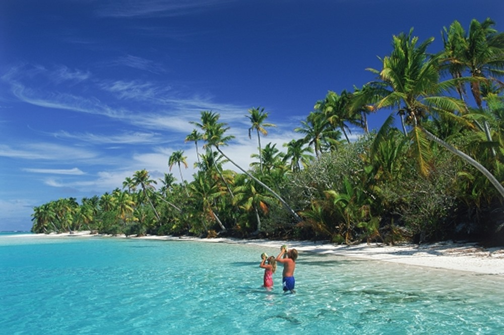Two people in the water, island Aitutaki