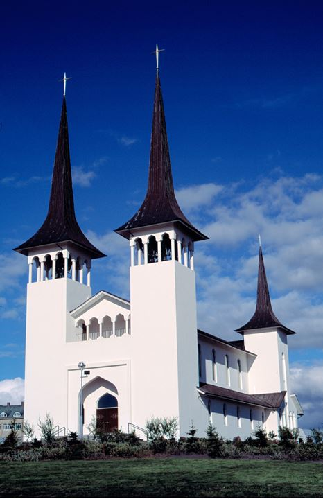 A church with many towers, in Reykjavik