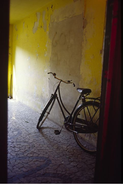 Bicycle next to an yellow wall